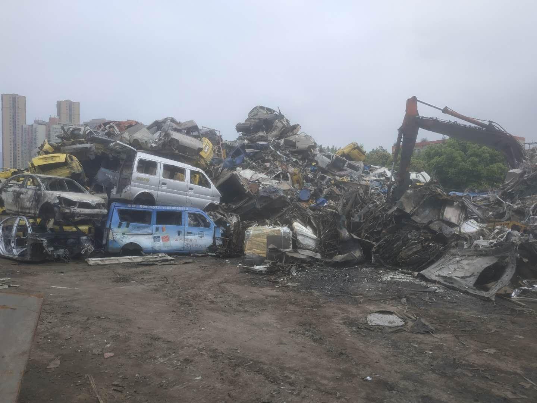 重庆报废货车回收价格表,重庆货车报废车市场在哪里,重庆高价回收货车,覃师傅报废车服务